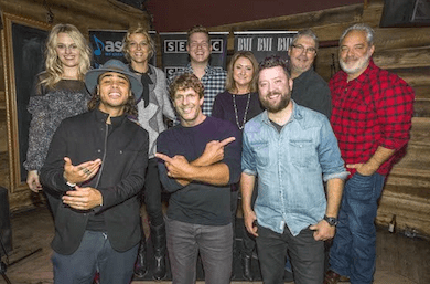 """Billy Currington Celebrates 11th Chart-Topper With """"It Don't Hurt Like It Used To"""""""