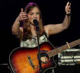 Singer Maddie Mueller