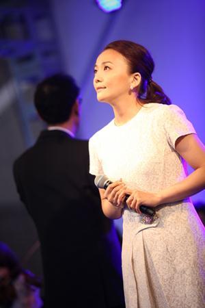 <写真>東京・恵比寿でファンを前に熱唱した華原朋美(2013年4月29日)