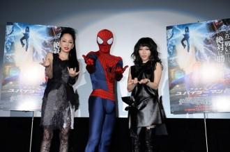 <写真>映画ジャパンプレミアで熱唱した中島美嘉と加藤ミリヤ