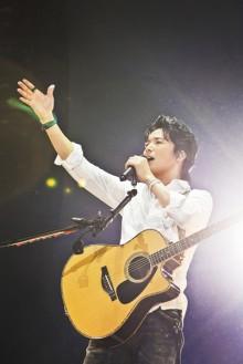 [写真]福山雅治「冬の大感謝祭」最終公演で熱唱<2>