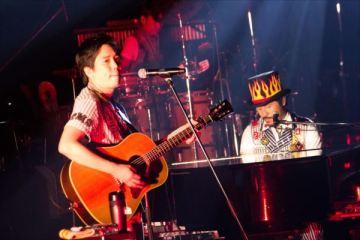 ステージでの大橋卓弥と常田真太郎