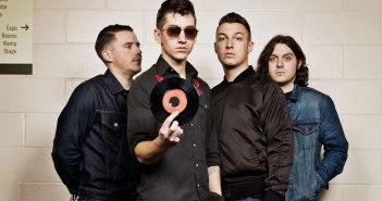 Arctic Monkeys: la vendita di vinili supera il milione dopo 20 anni