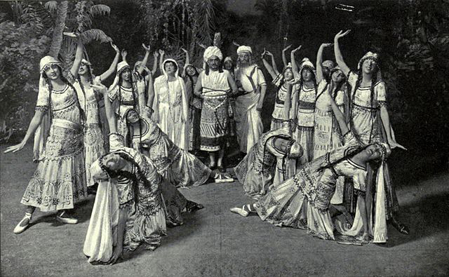 A scene from Act II of the 1916 Metropolitan Opera, New York, production of Les pêcheurs de perles (The Pearl Fishers) by Georges Bizet