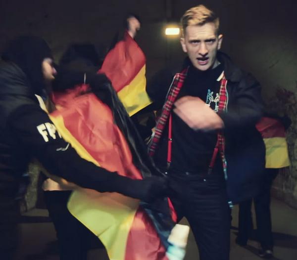 Kraftklub - Schüsse in die Luft (Credit: Philipp Peter Gladsome)