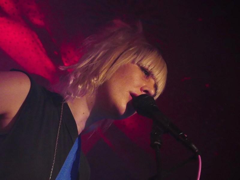 EMA (Credit Birgit Martin/MusikBlog)