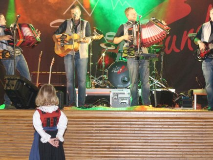 Bezirksjungbauerntag 2014 – Den Festakt begleitete die Musikkapelle, Foto: Knut Kuckel/Mieming-Online.at