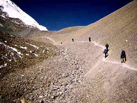 Hiking up to Thorung Pass