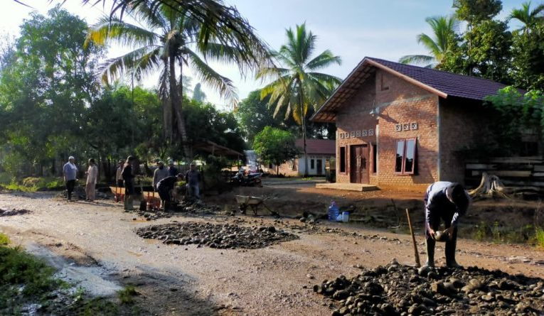 BPD Desa Anyar Stop Proyek Jalan Tanpa Papan Merek
