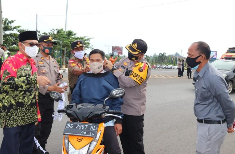 Pembagian 25.000 Masker Kepada Masyarakat Kabupaten Mura