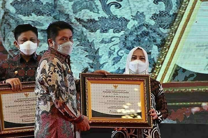 Musrenbang Sumsel, Bupati Ratna Macmud Terima Penghargaan PPD Terbaik I