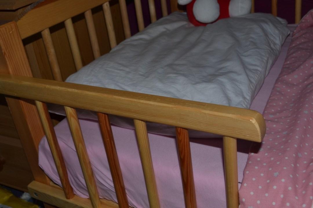 Toddler bed side bars