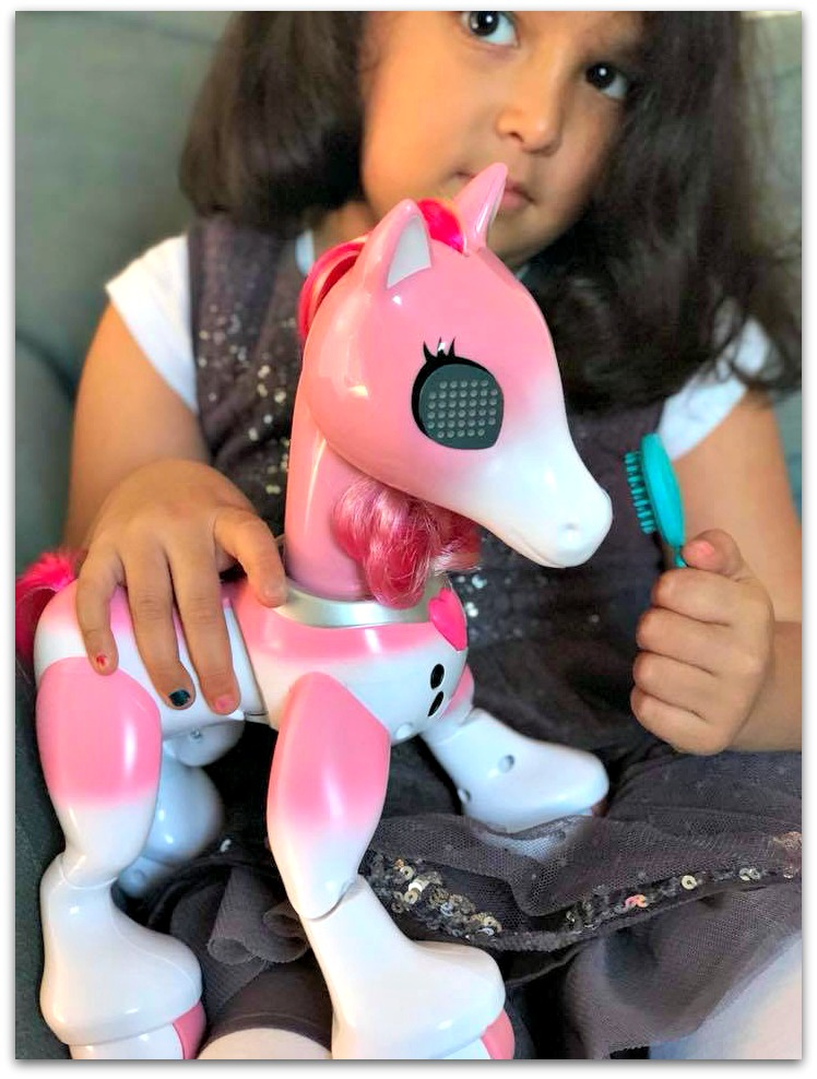 Review: Zoomer Show Pony from Spinmaster