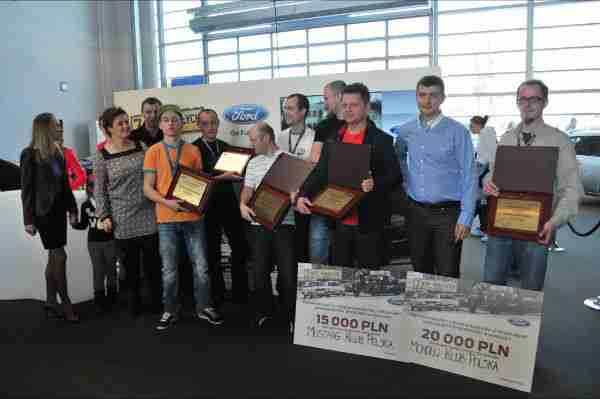 Celibad na Targach odbiera nagrodę za II miejsce.