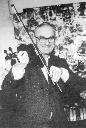 Fred Whiting (from http://www.mustrad.org.uk/articles/whiting.htm)