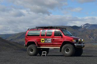 red_super_jeep