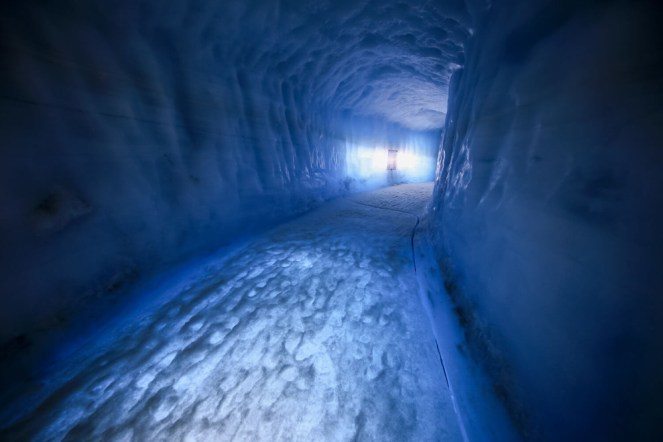 IceCave-iceland-tour2