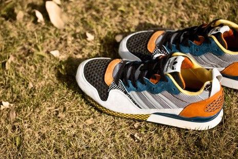 adidas-originals-blue-zxz-930-chalk-rhythm-yellow-aluminum-2