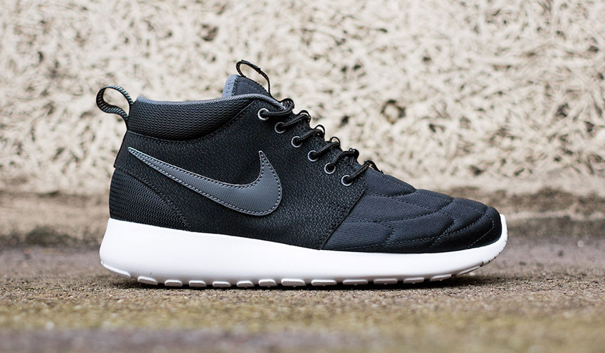 NIKE ROSHE RUN MID – BLACK/DARK GREY