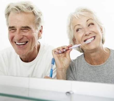 Menjaga Senyum yang Sehat pada Fase Lanjut Usia- Global Estetik Dental Care