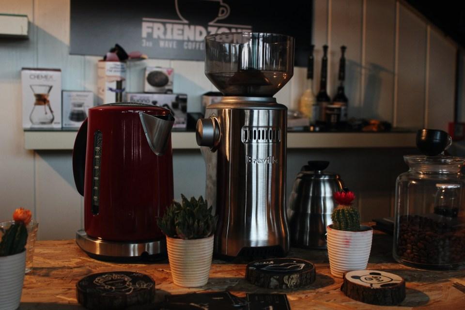izmir bornova cafe friendzone
