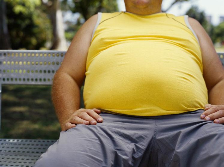 Sağlıksız kilolu adam