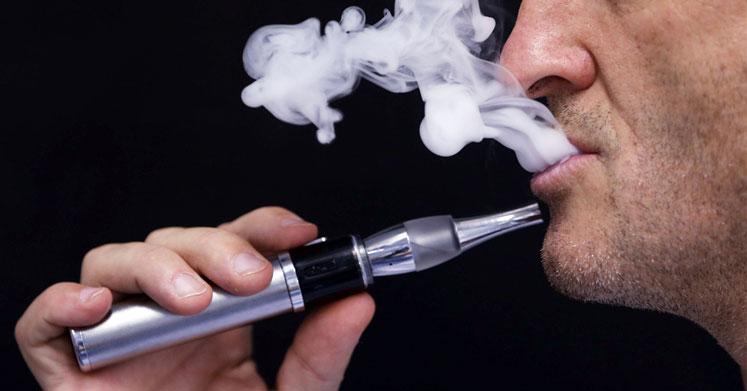 Elektronik Sigara Zatürre Riskini Artırıyor