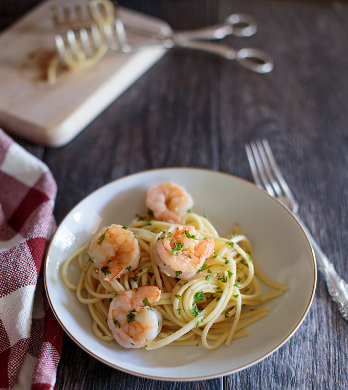 Plated shrimp scampi with linguini