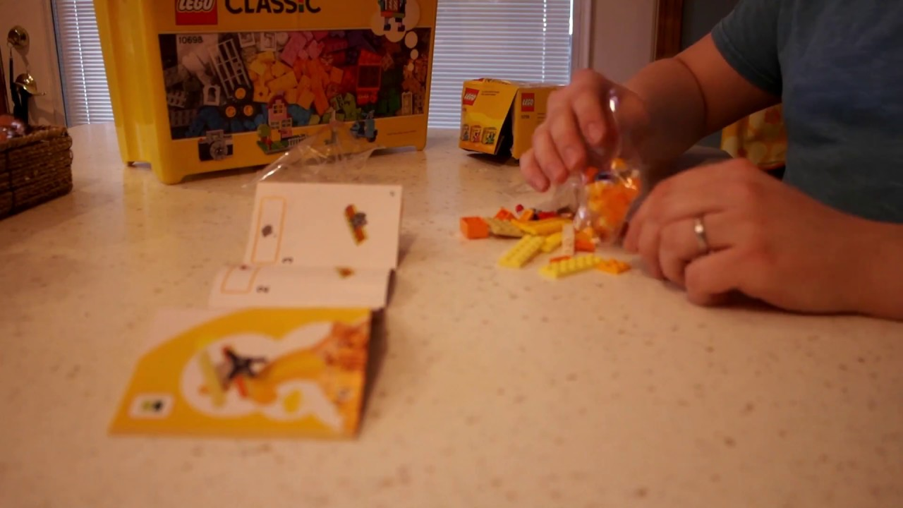 LEGO-Build-2-LEGO-Classic-Bi-Plane