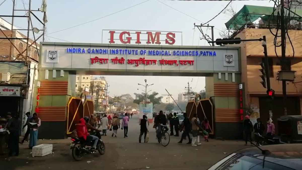 Patna IGIMS Health Workers Protest against not getting Masks and Sanitizers