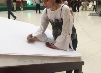 Syra Shehroz in Dolmen Mall initiates a Pakistan Day pledge movement