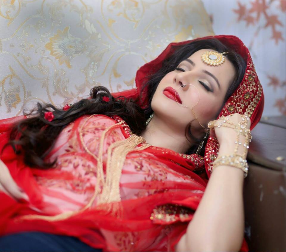 These 5 Beautiful Photos of Rabi Pirzada Will Fall You in Love With Her