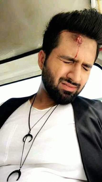 Falak Shabir Met With a Road Accident