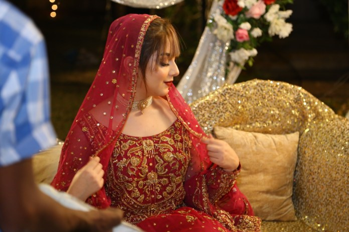 "Alizeh Shah Signs for Web series ""Dulhan aur aik Raat"""