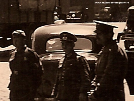 Soldati germani insotiti de un militar roman