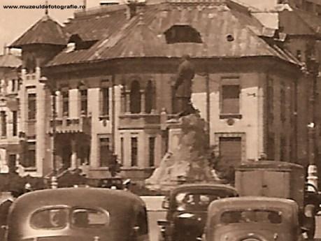 Statuia lui Lascar Catargiu din Piata Roamana