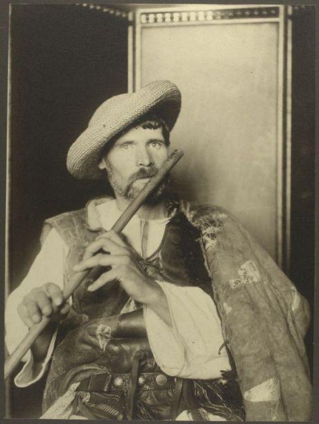 Romanian piper - ca. 1906-1914 - (c) NYPL - Image ID: 418031