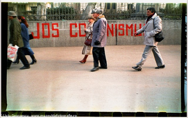 Universitate, in apropierea Spitalului Coltea - 24.12.1989 - Foto:  Liviu Georgescu