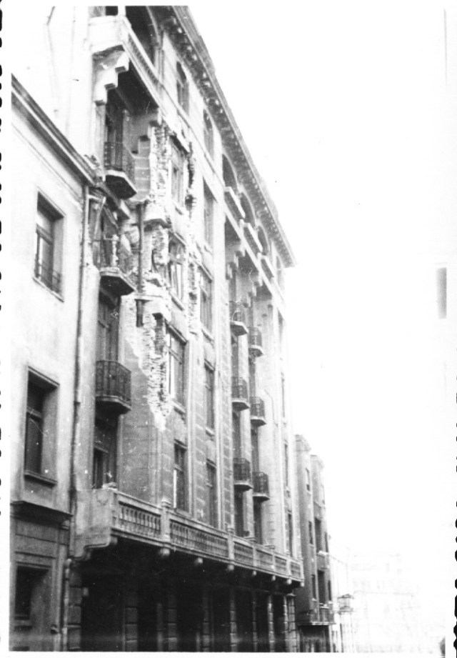"""""""Avarii produse de cutremur cladirii la al carei parter functioneaza magazinul """"Fortuna"""". Bucuresti 7 martie 1977"""""""