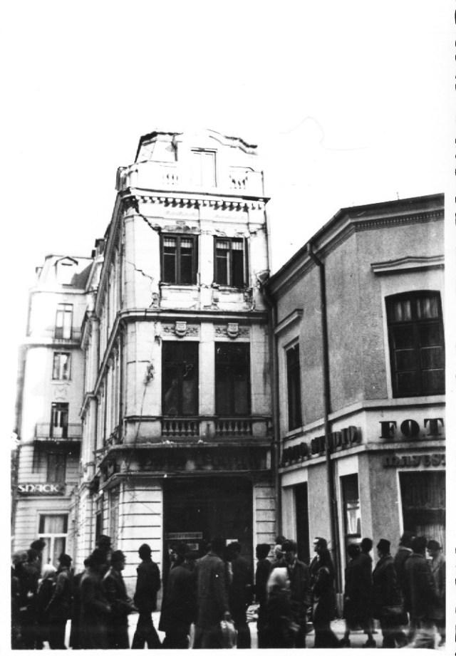 """""""Hotelul Minerva, langa Hotelul Majestic si Foto Majestic - Restautantul Bucuresti (Capsa), vis-a-vis de sala Savoy, grav avariat de cutremur. Bucuresti 7 martie 1977"""""""