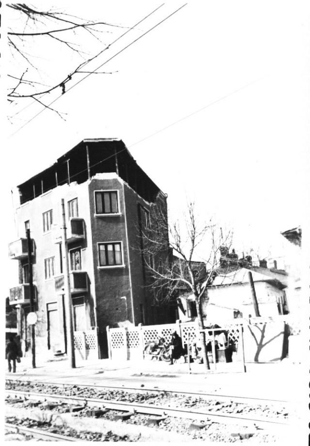 """""""Cladire pe Splaiul Independentei, in apropierea Complexului Regie, avariata grav de cutremur. Bucuresti 7 martie 1977"""""""