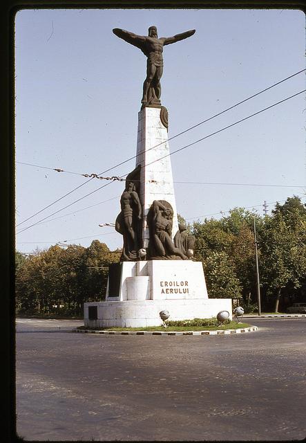Monumentul Eroilor Aerului din Piața Aviatorilor în 1971