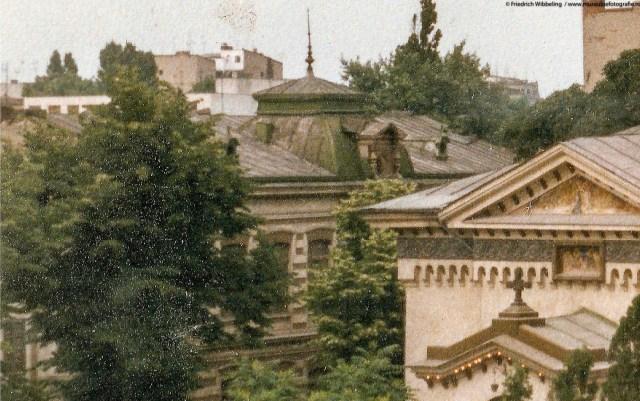 Cladire cu doua etaje, bogat ornamentata, aflata pe Calea Calarasilor, intre strasile Sf. Vineri si Sf.Mina
