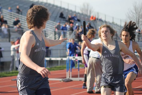 Girls track ties for first and boys track takes fourth at Olathe East relays