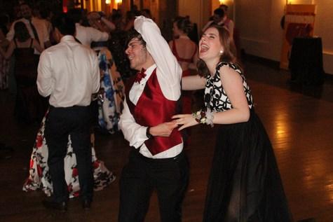 "Students enjoy ""Viva Las Vegas"" themed prom"