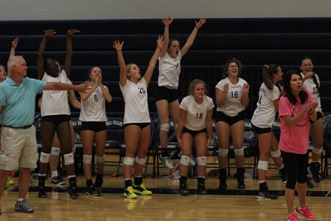 Volleyball falls to De Soto during annual Dig Pink match
