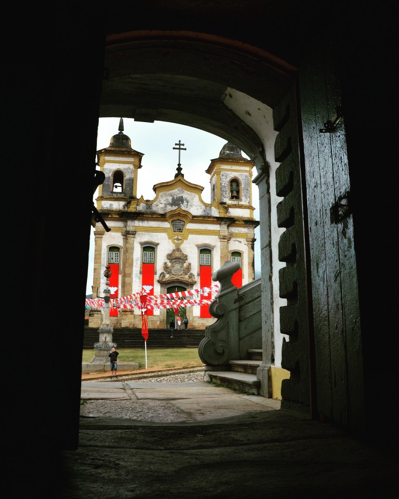Igreja São Francisco de Assis Vista de Dentro da Antiga Cadeia, Mariana - MG, by Luciana de Paula, 2016