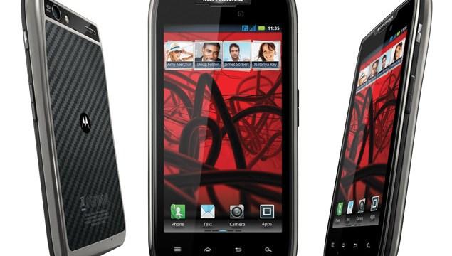 ผลทดสอบแบตเตอรี่ Motorola DROID RAZR Maxx กินขาด Smartphone ทุกรุ่น