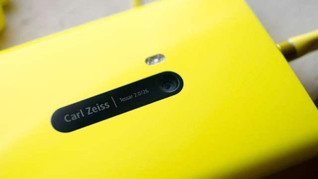 ค้างคืนสายชาร์ต Lumia 920 เกิดแจ็คพอตติดไฟ แต่เครื่องยังอึดใช้งานได้!!