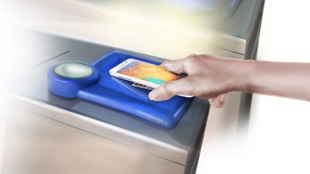 """เปลี่ยนสมาร์ทโฟนเป็นกระเป๋าสตางค์ด้วยสุดยอดเทคโนโลยี NFC เทรนด์ล่าสุด """"แค่แตะ"""" ชีวิตคุณก็สะดวกสบายและคล่องตัวกว่าที่เคย"""